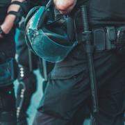 Pantalón táctico negro: ventajas para personal de seguridad