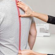 Tallas de camisas: ¿por qué es importante elegir las correctas para los uniformes de trabajo?