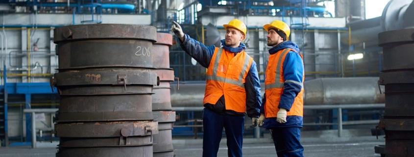 Usos y beneficios de la cinta reflectiva en los uniformes industriales